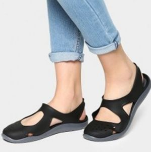 Crocs Swiftwater Wave Women Flat Sandals Black 11
